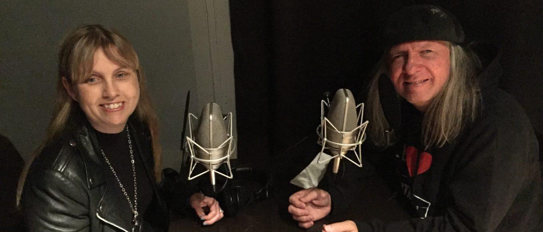 Bild med Anna och Ulf vid mikrofonen
