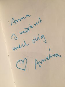 Amelias hälsning: Anna i mörkret med dig, hjärta, Amelia